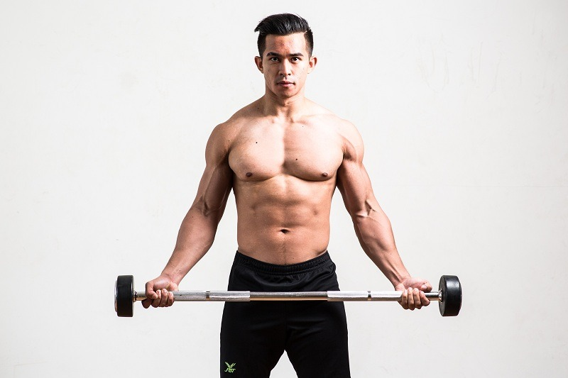 วิธีฝึกท่า Standing Wide-Grip Barbell Curl
