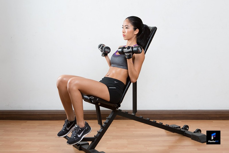 Women Incline Dumbbell Curl Finish