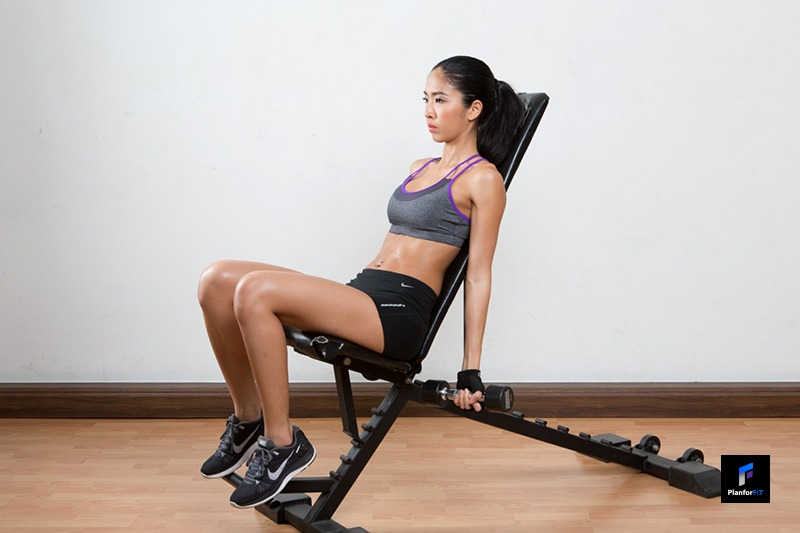 Women Incline Dumbbell Curl Start