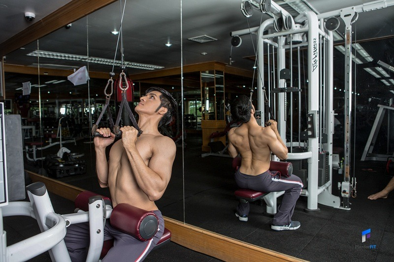 Close-Grip Front Lat Pulldown Finish