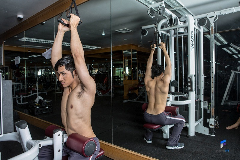 Close-Grip Front Lat Pulldown Start