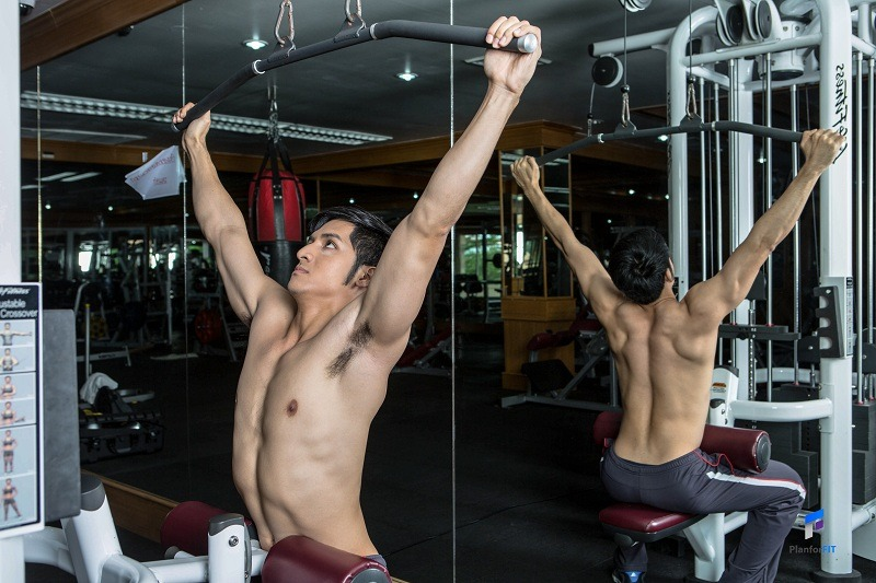 Wide-Grip Lat Pulldown Start resize