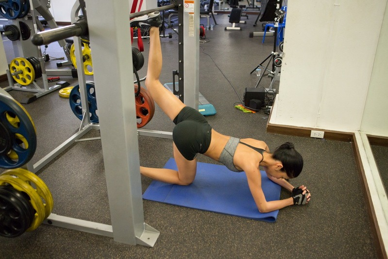 Smith Machine Glute Kick Back Start_resize